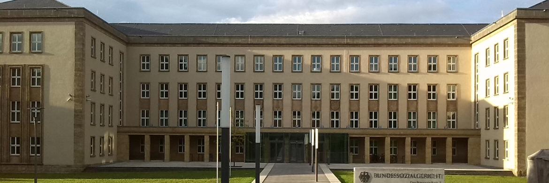 Das Bundessozialgericht in Kassel: Wer Überbrückungsgeld bekommt, muss daraus keine Krankenversicherungsbeiträge zahlen|© Informationswiedergutmachung/Wikipedia