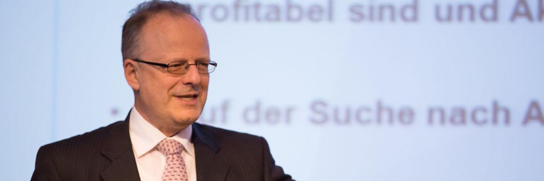 Prof. Hartwig Webersinke, Dekan an der Hochschule Aschaffenburg und Leiter des des Instituts für Vermögensverwaltung (InVV)|© Anke Leuschke/V-Bank