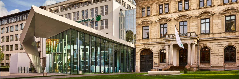 Hauptverwaltung der Hanse-Merkur in Hamburg: Der Direktversicherer HM24 wird rückwirkend auf die Hanse-Merkur Leben verschmolzen.