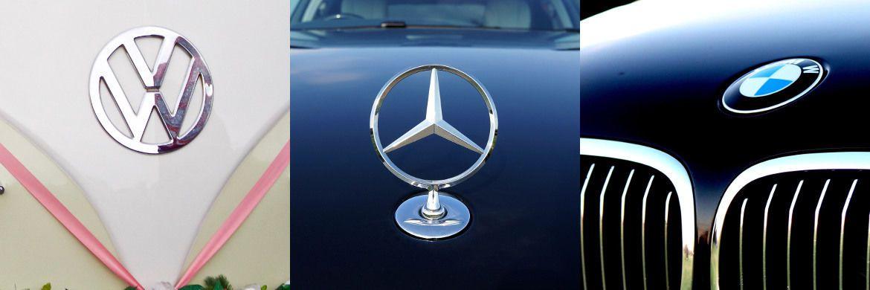 Embleme der Marken VW, Mercedes und BMW: Schaffen die drei großen deutschen Autobauer eine Aufholjagd in Sachen E-Mobilität?|© Unsplash, Mike, Megapixelstock
