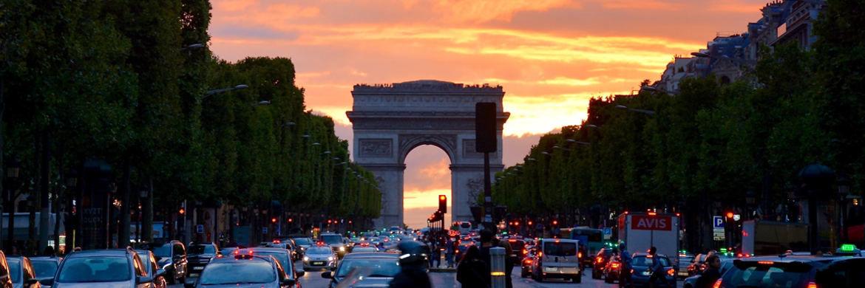 Arc de Triomphe in Paris: Der neue Aktienfonds von Conduction und UI sucht europaweit günstig bewertete Aktiengesellschaften.  © Pexels