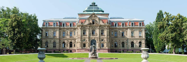Bundesgerichtshof in Karlsruhe. Das oberste deutsche Gericht hat jetzt einer Sparkasse auferlegt, ihre Gebührenordnung anzupassen.