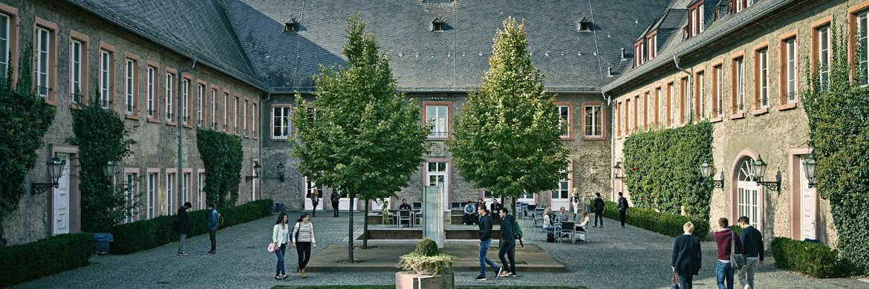 European Business School-Gebäude in Oestrich-Winkel: Die EBS ist einer der vier FPSB-zertifizierten Anbieter der CFP-Ausbildung.|© EBS