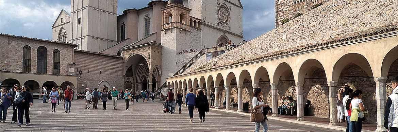 Basilika St. Johannes, Assisi: Hier wurde der Heilige Franziskus geboren, dessen Grundwerte die Basis für den terrAssisi Aktienfonds bilden