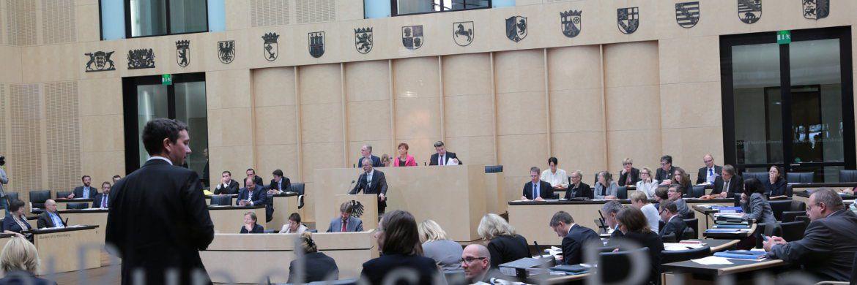 Sitzung des Bundesrats: die Länderkammer hat das Gesetz zur Einführung einer Berufszulassungsvoraussetzung für Wohnimmobilienverwalter und Makler verabschiedet.|© Frank Bräuer