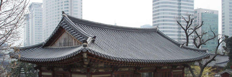 Historische und moderne Bauten in Seoul: Die s&uuml;dkoreanische Hauptstadt ist Hauptsitz der Mirae Asset.&nbsp;|&nbsp;&copy; Cekora / <a href='http://www.pixelio.de/' target='_blank'>pixelio.de</a>