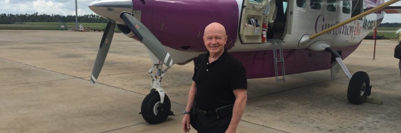 Star-Investor Mark Mobius vor der Weiterreise mit einer einmotorigen Cessna in Sri Lanka: Der Mann mit einem Händchen für Investment-Potenzial schaut sich seit bald 50 Jahren in den globalen Schwellenmärkten um|© Franklin Templeton