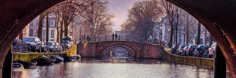 Grachten in Amsterdam: RREEF-Geschäftsführer Georg Allendorf sieht in den Niederlanden Kaufgelegenheiten bei Büros und Wohnungen.|© Pexels
