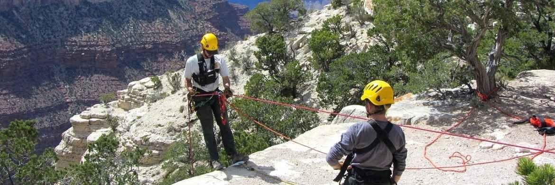Beim Klettern ist Absicherung das oberste Gebot, um das Gefahrenpotenzial zu senken. Währungsgesicherte ETFs mindern Schwankungsrisiken im Portfolio|© Pixabay
