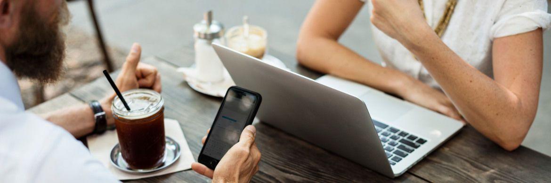 Online-Kunden: Der Rechtsstreit zwischen dem BVK und Check24 um den digitalen Versicherungsvertrieb per Vergleichsportal geht in die nächste Runde.|© rawpixel.com