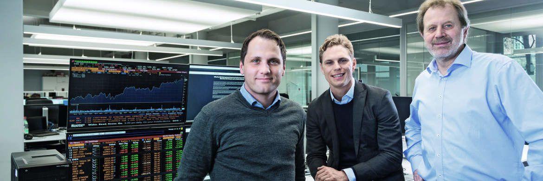 Die Köpfe hinter Scalable Capital (v.l.): Die Geschäftsführer Florian Prucker und Erik Podzuweit und der wissenschaftliche Beirat Stefan Mittnik.|© Scalable Capital