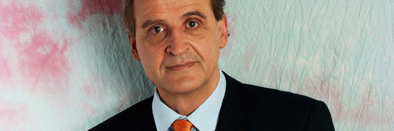 Florian Homm: Der 58-Jährige verfolgte bei dem zeitweise bis zu 3 Milliarden Euro schweren ACM nicht immer ethische Anlagestrategien. 2007 folgte der Zusammenbruch des Hedgefonds und der unter Betrugsverdacht stehende Homm tauchte unter. Das FBI, die CIA und die US-Drogenpolizei DEA sollen hinter ihm her gewesen sein. Es folgten eine weltweite Jagd und 15 Monate Auslieferungshaft in Italien. Homm verteidigt sich seit Jahren gegen die Anschuldigungen aus den Jahren 2004 bis 2007 und wurde durch die erfolgreiche Sanierung von Borussia Dortmund bekannt.|© Florian Homm