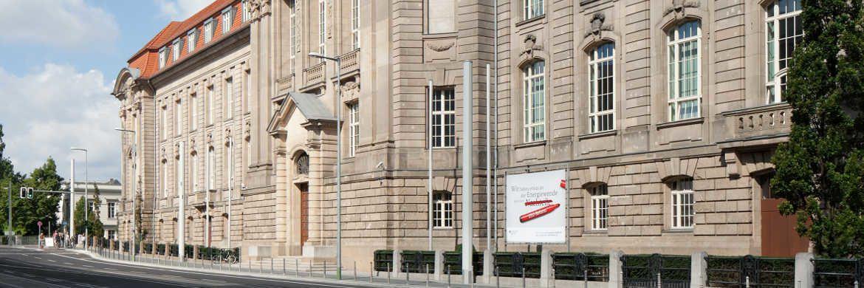 Gebäude des Bundesministeriums für Wirtschaft und Energie: Das Ministerium hat einen Entwurf für eine neue Versicherungsvermittler-Verordnung präsentiert.|© BMWi/Anastasia Hermann