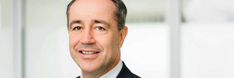 Klaus Speitmann ist Diplom-Kaufmann und gelernte Bankkaufmann ist seit Januar 2017 Leiter Vertrieb bei der Swiss Life Kapitalverwaltungsgesellschaft. Der 48-Jährige war zuvor Bereichsleiter Partnervertrieb bei Commerz Real.