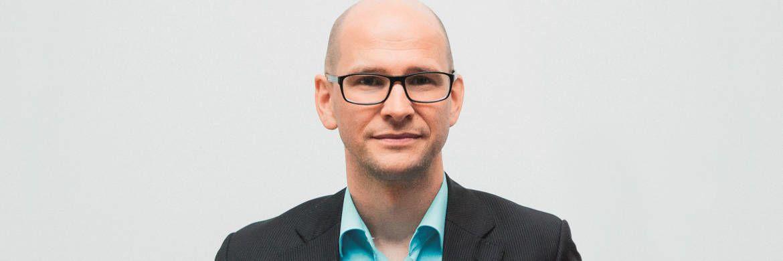 Freund neuer Ideen, aber kein Freund übertriebener Euphorie: DAS-INVESTMENT-Redakteur Andreas Harms © Kasper Jensen