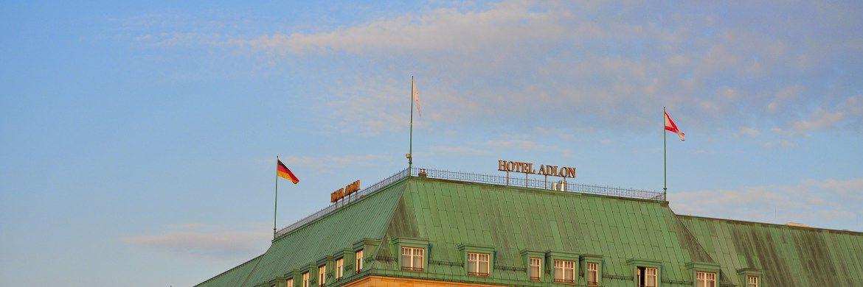 Das Hotel Adlon in Berlin: Im Falle einer Krise würden laut Investmentbarometer vor allem Firstclass-Hotels unter Druck geraten.