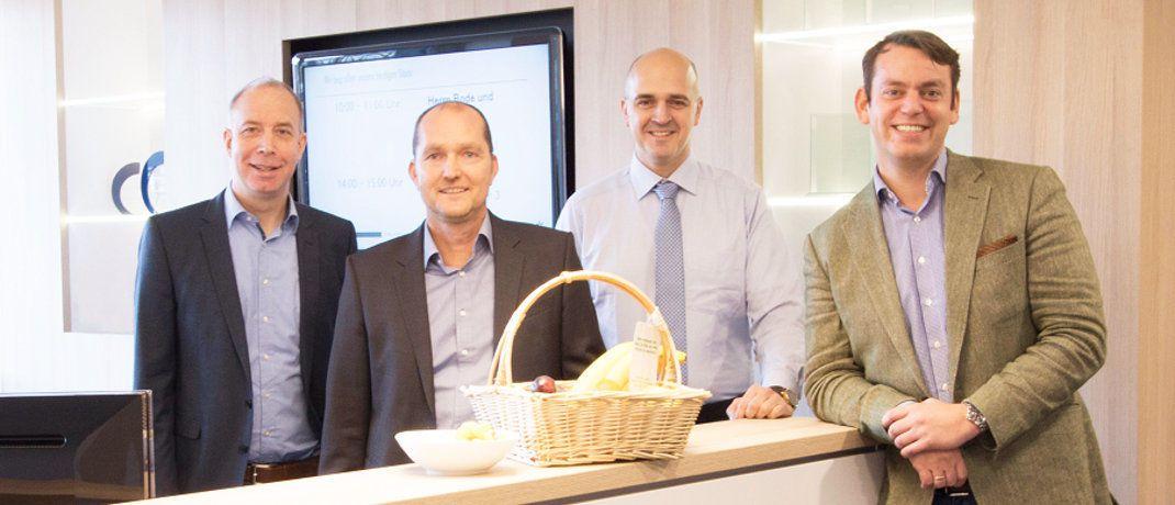Peer Reichelt, Karsten Dümmler, Oliver Kieper und Martin Steinmeyer (von links): Der Vorstand der Netfonds AG stellt mit dem Umzug des Unternehmens in ein größeres Gebäude im Hamburger Stadtteil Hammerbrook die Weichen für weiteres Wachstum.|© Netfonds