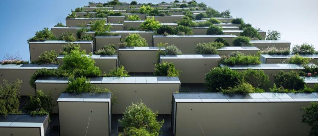 Nachhaltige bewachsene Fassade in Mailand. Nachhaltigkeit zählt laut UBS zu den wichtigsten Anlagetrends für 2018|© Oliver Wndel/Unsplash