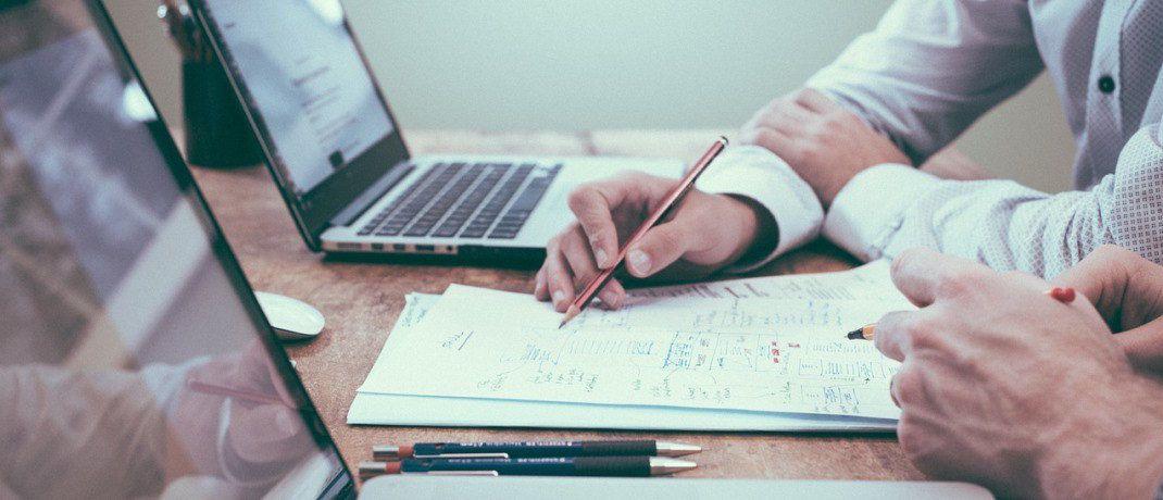 Beratungsszene: Das Handelsblatt hat zusammen mit dem Bewertungsportal Whofinance die 100 besten freien Finanzberater gekürt.|© Pixabay
