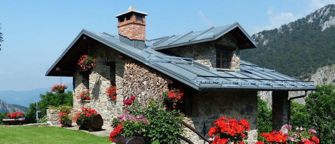 Häuschen im Grünen: Die Zinsen für Bauherren und Hauskäufer bleiben niedrig. © Pixabay