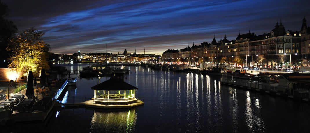Schwedens Haupstadt Stockholm bei Nacht: Der neue Fram Capital Skandinavien investiert in skandinavische Unternehmensaktien. © Pexels