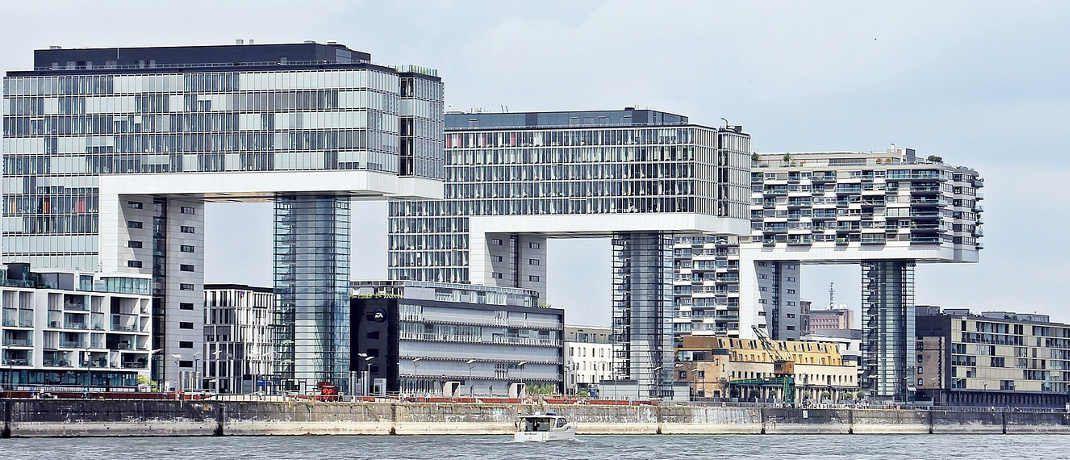 Kranhäuser in Köln: Laut MSCI haben deutsche Büroimmobilien 2016 ein Plus von 6,1 Prozent erzielt. © Pixabay