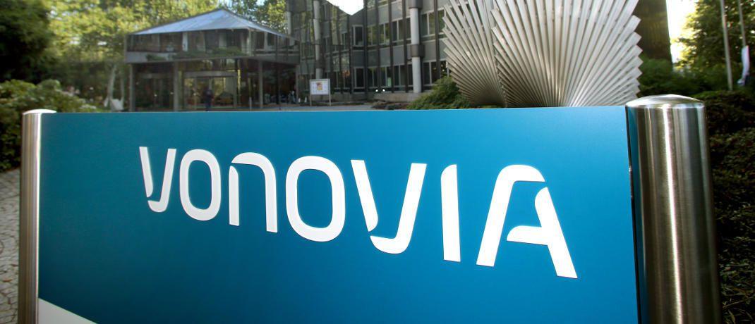 Eingang der Vonovia-Verwaltung in Bochum: Der deutsche Wohnungskonzern will mit der österreichischen Buwog fusionieren.|©  Roland Weihrauch/ Vonovia