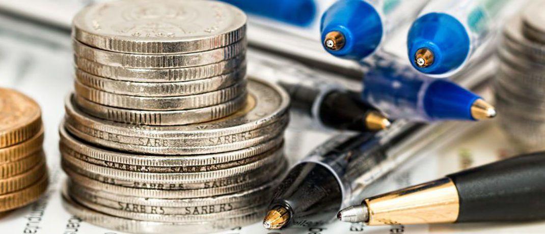 Münzen und Kugelschreiber. Berater mussten sich 2017 auf eine ganze Palette an Gesetzesänderungen einstellen.|© Pixabay