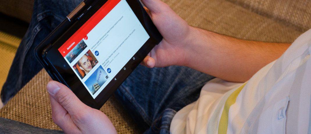 Junger Internetnutzer mit Tablet: Bereits jetzt nutzt jeder vierte Bundesbürger zwischen 18 und 39 Jahren Finanz-Apps, die nicht von der eigenen Bank kommen.|© Pixabay
