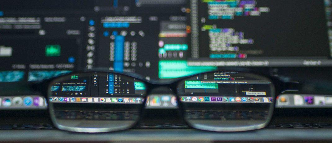 Computerbildschirm mit Daten: Fehlende Fondsdaten bremsen derzeit den Vertrieb hierzulande aus. Doch aktuell geht die Branche in Riesenschritten voran, denn in diesen Tagen werden noch Daten für tausende Fonds nachgeliefert.|© Kevin Ku