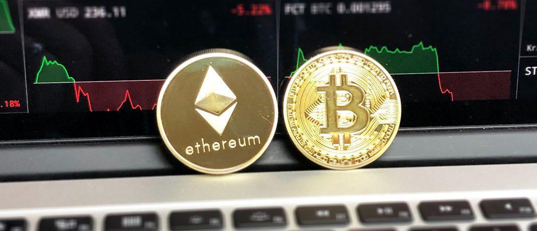 Embleme von Ethereum und Bitcoin: Flossbach von Storch zweifelt an der Werthaltigkeit von Kryptowährungen.|© Pexels