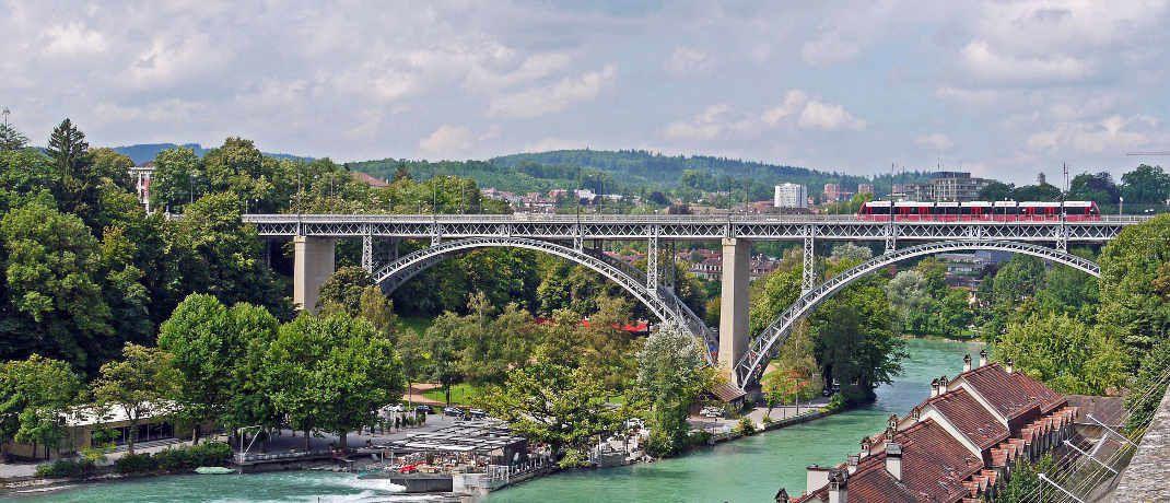 Straßen, Schienen- und Wasserwege: Verkehrsnetze sind neben Ver- und Entsorgungseinrichtungen für Energie, Wasser oder Kommunikationsnetze klassische Beispiele für die wirtschaftsnahe Infrastruktur.|© Pixabay