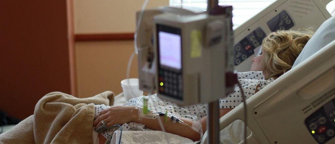 Eine Frau im Krankenhaus: Welche Krankenzusatzpolicen überzeugen, haben sich die Analysten von Softair genauer angeschaut.|© Pixabay
