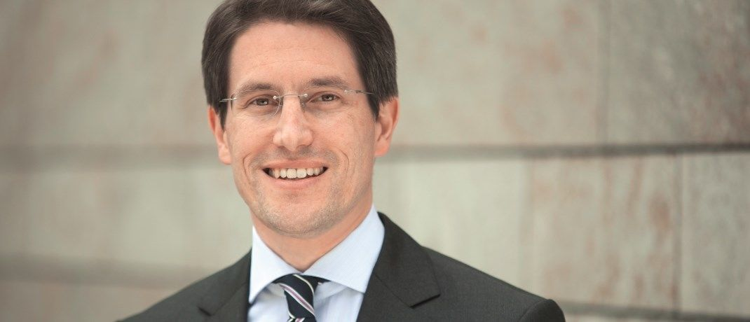 Der 44-Jährige ist Senior Vice President und Portfoliomanager bei Franklin Templeton Multi-Asset Solutions, ein unabhängiges, auf Asset Allocation spezialisiertes Investment-Team innerhalb von Franklin Templeton Investments. Hoppe managt die Fonds Franklin Diversified Balanced, Franklin Diversified Dynamic, Franklin Diversified Conservative und Franklin Global Multi-Asset Income.