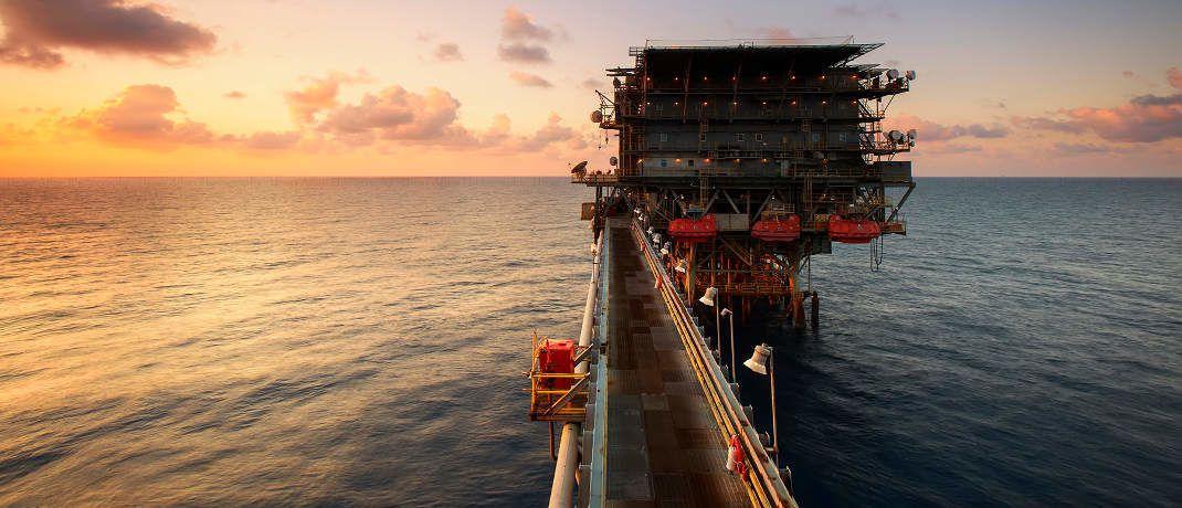 Ölbohrplattform: DJE Kapital sieht die Energie-Branche im Aufwind.|© Pexels