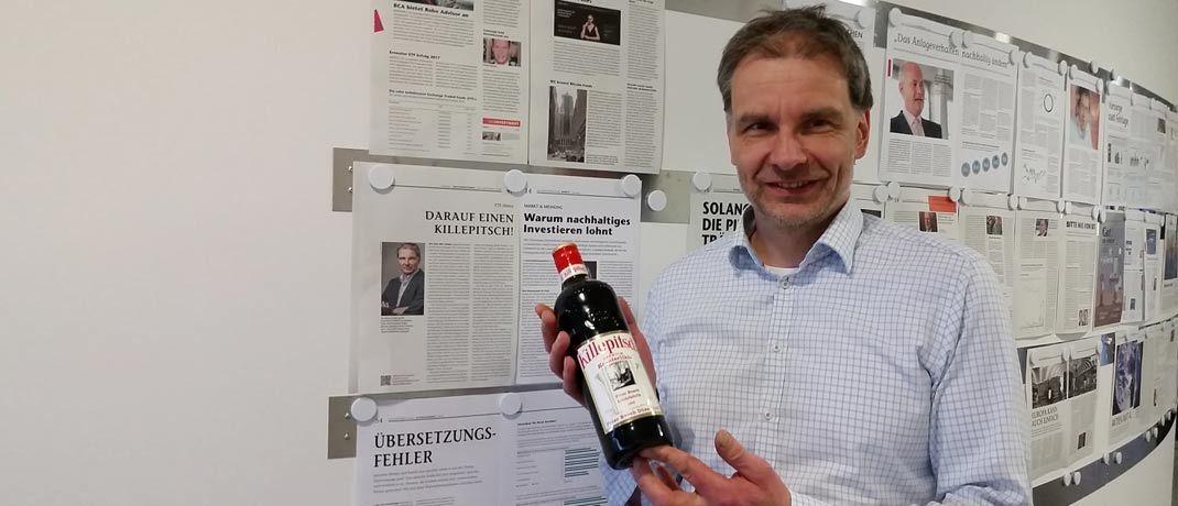 DAS-INVESTMENT-Kolumnist Egon Wachtendorf mit dem verlorenen Einsatz: Wettpartner Christian Kirchner von