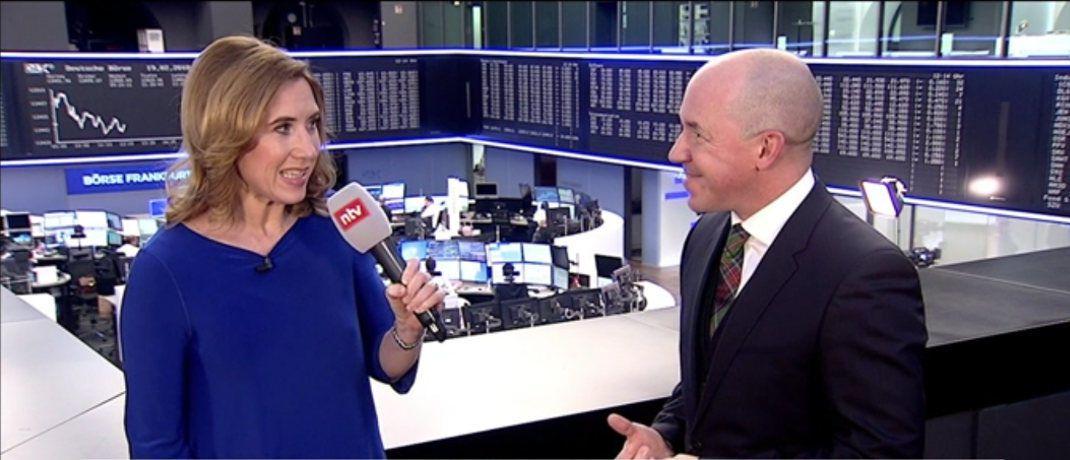 Volker Schilling (r.) im Video-Interview mit B&ouml;rsenkorrespondentin Katja Dofel&nbsp;|&nbsp;&copy; <a href='http://www.handelsblatt.com/video/unternehmen/kryptowaehrung-als-geldanlage-zum-vermoegensaufbau-ist-der-bitcoin-voellig-fehl-am-platz/20980344.html' target='_blank'>Handelsblatt</a>
