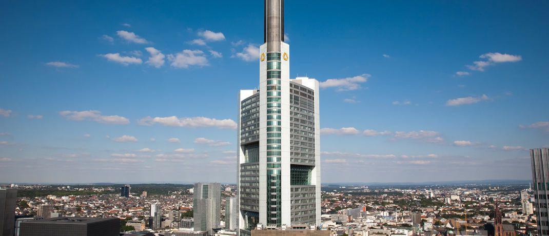 Commerzbank-Zentrale in Frankfurt am Main. Der Käufer der Commerzbanktochter EMC, die unter anderem die ETF-Sparte des Hauses enthält, steht offenbar fest. |© Commerzbank AG