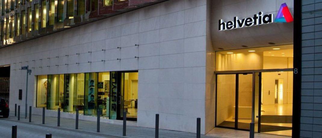 Gebäude der Helvetia in Frankfurt am Main: Der Versicherer hat sein Vertriebskompendium neu aufgelegt.  © Helvetia