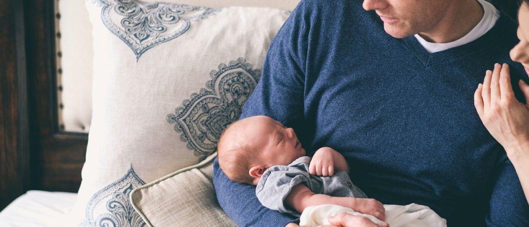 Eltern mit ihrem Neugeborenen: Für junge Erdenbewohner ist die Lebenserwartung um zwei Monate gestiegen.|© Pixabay