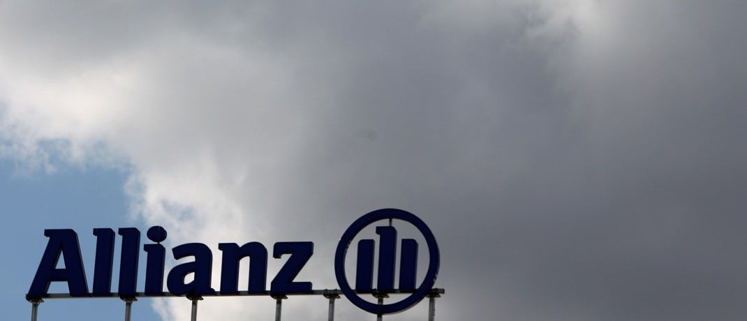 Das Logo der Allianz an einem Verwaltungsgebäude: Bestimmte Werbeaussagen zur Allianz Police Index Select halten Richter für irreführend.   | © Getty Images