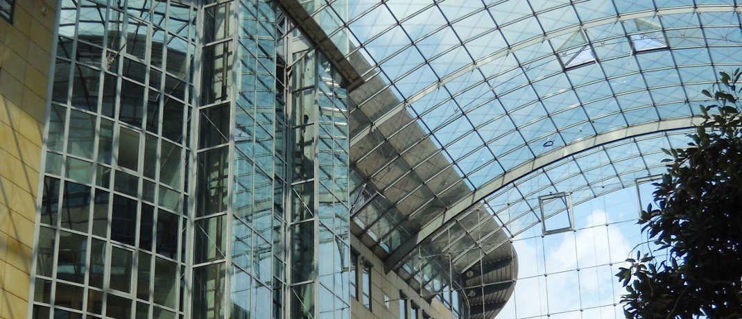 Glasdach der Passage am World Trade Center in Dresden: Immobilienfonds stellen den Großteil der Geschlossenen Fonds hierzulande dar.
