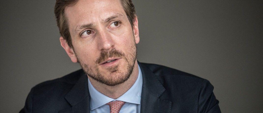Sascha Specketer leitet seit Oktober 2017 die ETF-Einheit der US-Fondsgesellschaft Invesco. Er ist für den deutschen, österreichischen und osteuropäischen Markt verantwortlich. Seit 2008 arbeitete er beim ETF-Anbieter Source. Dieser wurde im April 2017 von Invesco übernommen. Specketer begann seine berufliche Laufbahn im Corporate-Finance-Bereich und wechselte anschließend in die Asset-Management-Branche.|© Johannes Arlt