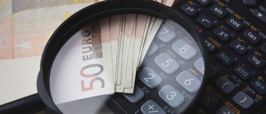 Euro-Scheine unter der Lupe: Das Geldvermögen legte hierzulande laut Bundesbank 2017 um 5 Prozent zu.|© Pexels