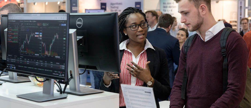 """Informationsgespräch auf der Anlegermesse Invest Stuttgart 2018: Es gab sogar einen Themenpark """"Neue Fintech-Helden"""""""