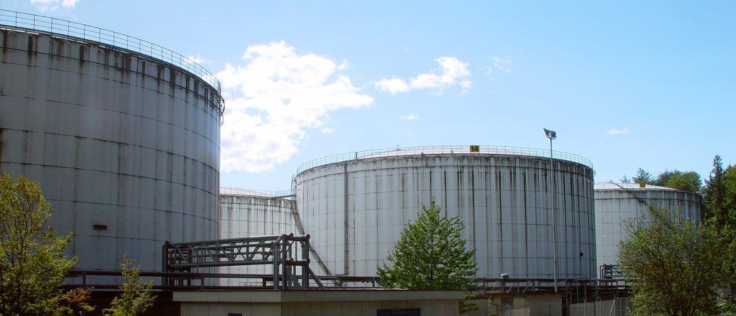 Tanklager: Die &uuml;bernommenen Fonds bilden neben Edeltmetall- auch Energierohstoff-Indizes ab.&nbsp;|&nbsp;&copy; Kurt Michel / <a href='http://www.pixelio.de/' target='_blank'>pixelio.de</a>