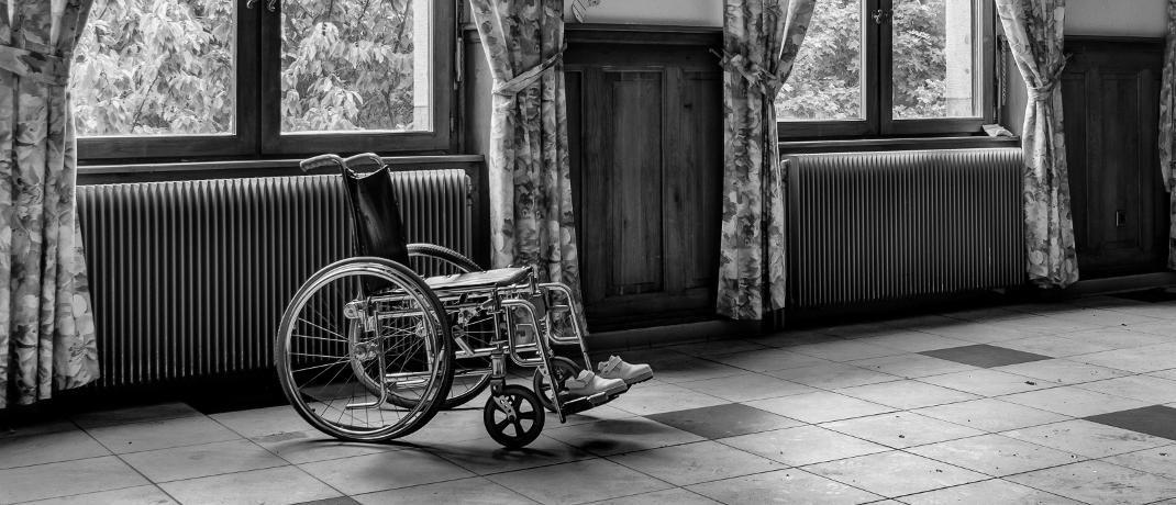 Rollstuhl: Erkrankungen des Skeletts und Bewegungsapparatssind die zweithäufigste Ursache für eine Berufsunfähigkeit.|© Patrick De Boeck