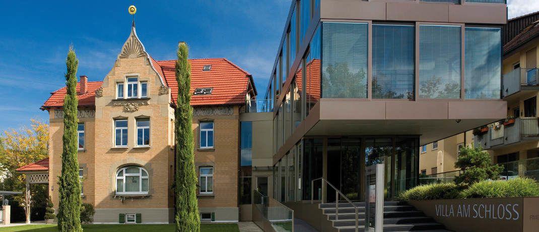 Flex-Fonds-Zentrale in Schorndorf: Der Vermögensverwalter ist nach eigenen Angaben seit 1989 am Markt und managt Investments von mehr als 13.000 Anlegern. Das Unternehmen hat per Ende 2016 acht Beteiligungsfonds aufgelegt und dabei in rund 140 Objekte mehr als 600 Millionen Euro investiert. Die Fonds der Gesellschaft investieren in Immobilien in Deutschland und den USA sowie in Rohstoffe, Edelmetalle und erneuerbare Energien.|© FLEX Fonds-Gruppe