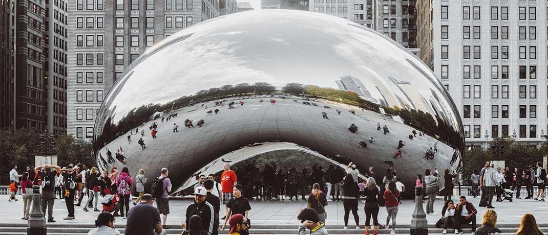 """Die Skulptur """"Cloud Gate"""" des britischen Künstlers Anish Kapoor steht in Chicago. Wegen ihrer bohnenkernartigen Form wird sie auch """"Big Bean"""" genannt. Einen stabilen Kern hat auch der Pimco GIS Global Libor Plus Bond Fund. Er besteht allerdings aus Kurzläufern, nicht aus Edelstahl."""