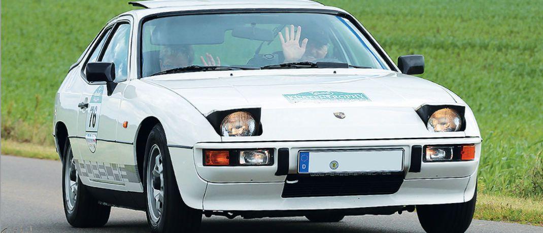 Birgit Kuschling und Detlef Passgang unterwegs in ihrem Porsche 924 Targa